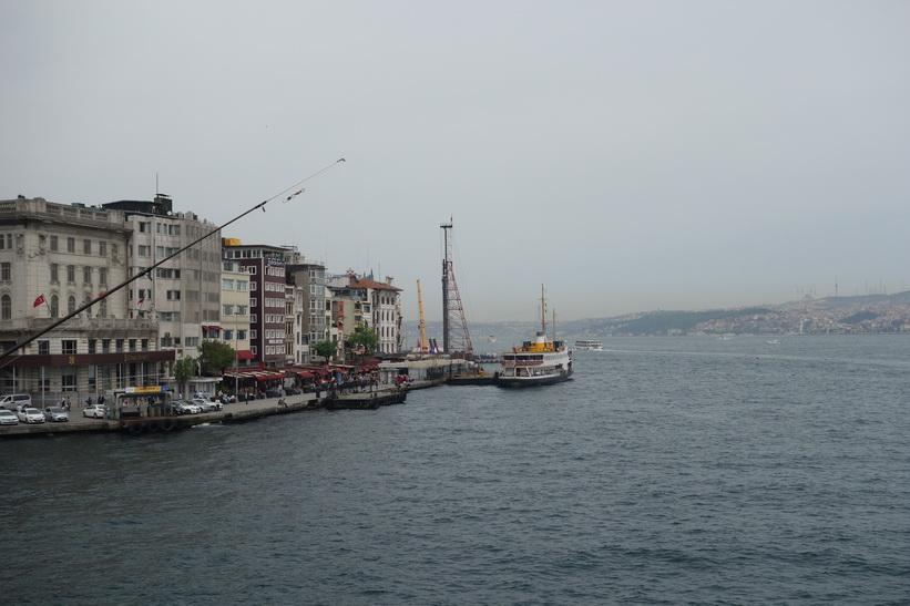 Del av stadsdelen Karaköy sedd från Galata-bron, Istanbul.