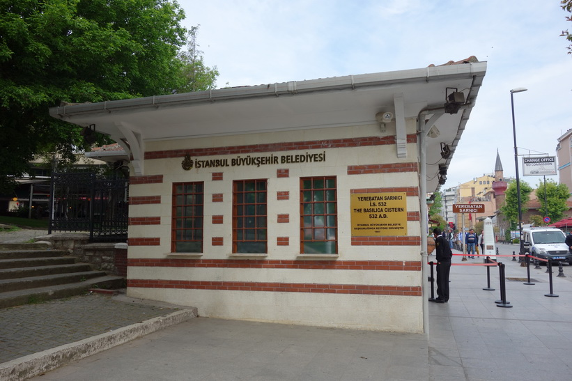 Entrén till Basilikacisternen i Sultanahmet, Istanbul.