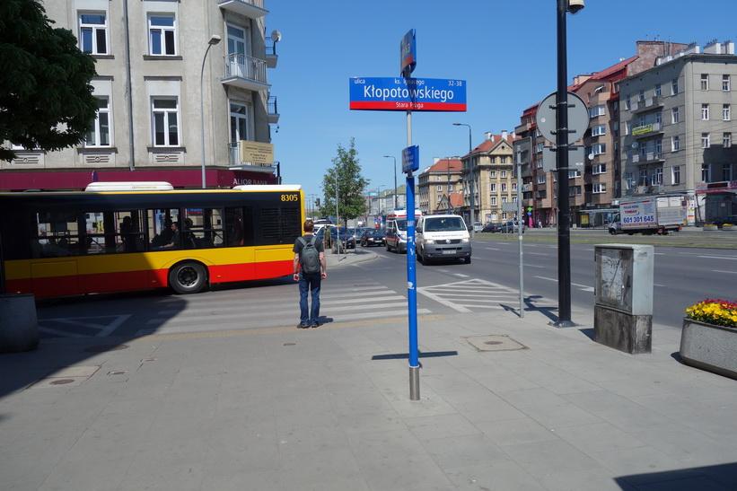 Framme vid gatan Klopotowskiego som är den gata där Hotel Hetman ligger, Warszawa.