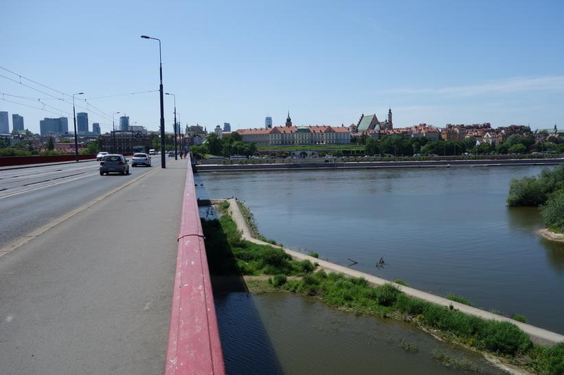 Śląsko-Dąbrowski-bron över floden Vistula i riktning mot gamla staden, Warszawa.