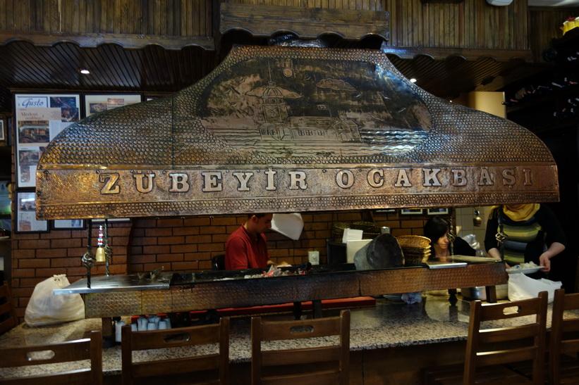 Min mat förbereds på restaurang Zübeyir Ocakbaşı i Beyoglu, Istanbul.