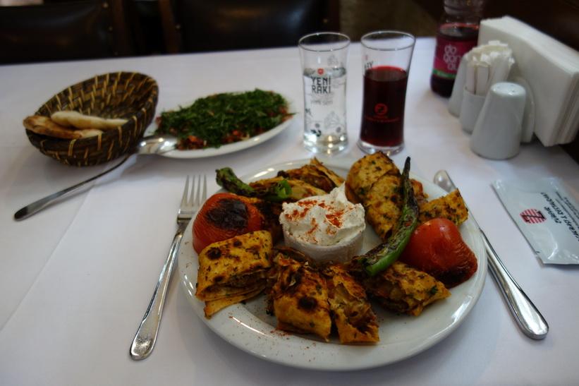 Fantastisk måltid på restaurang Zübeyir Ocakbaşı i Beyoglu, Istanbul.