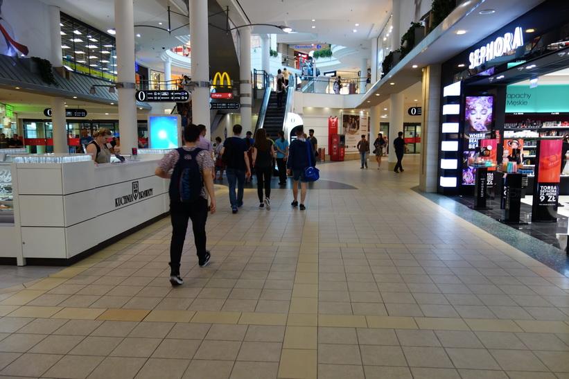 Inne i shoppingcenter Pasaż Wileński, Warszawa.