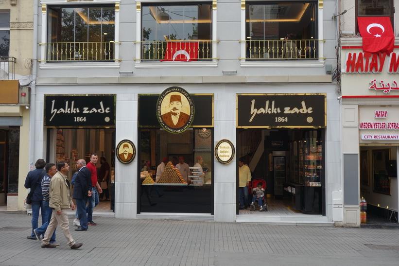 Baklava-affär längs Istiklal i Beyoglu, Istanbul.