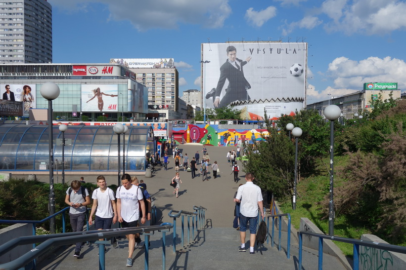 Trappa ned till metrostation Centrum, Warszawa.