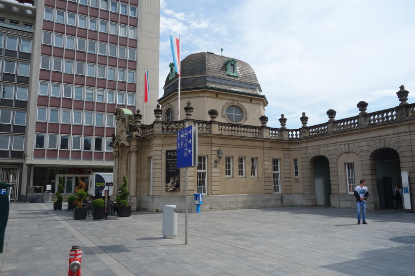 Del av tågstationen i Luxemburg city.