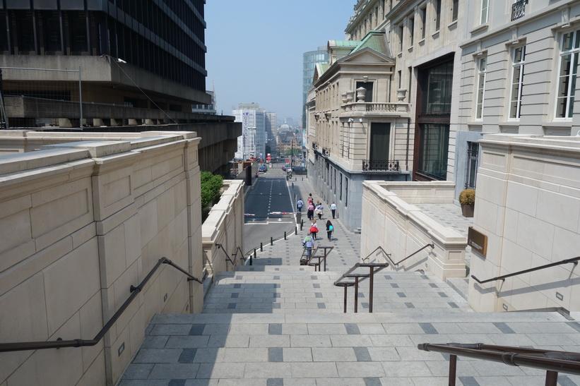 Trapporna som leder upp från downtown till Parc de Bruxelles, Bryssel.