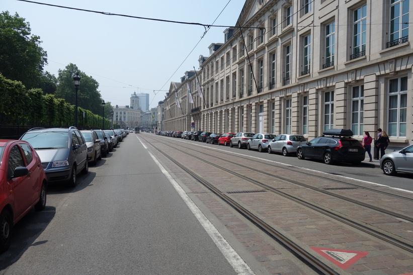 Gatuscen längs Rue Royale vid Parc de Bruxelles, Bryssel.