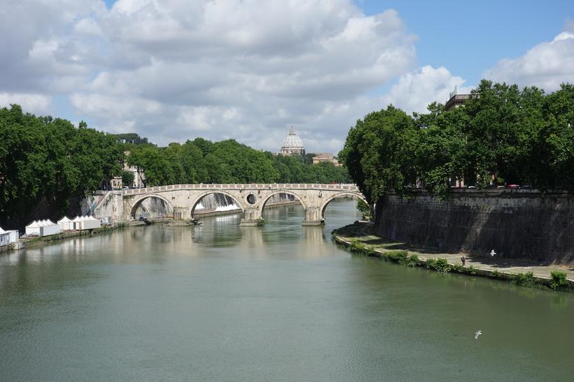 Ponte Sisto-bron över floden Tibern, Rom.