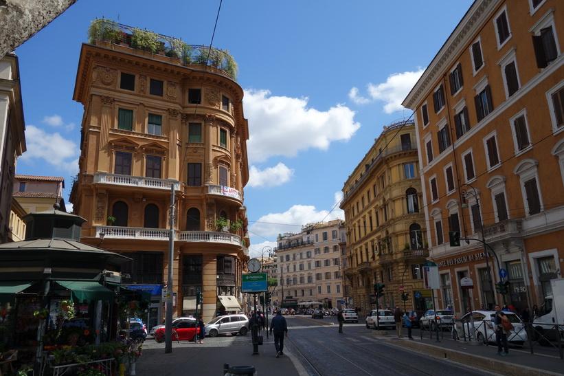 Arkitekturen längs gatan Via Arenula, Rom.