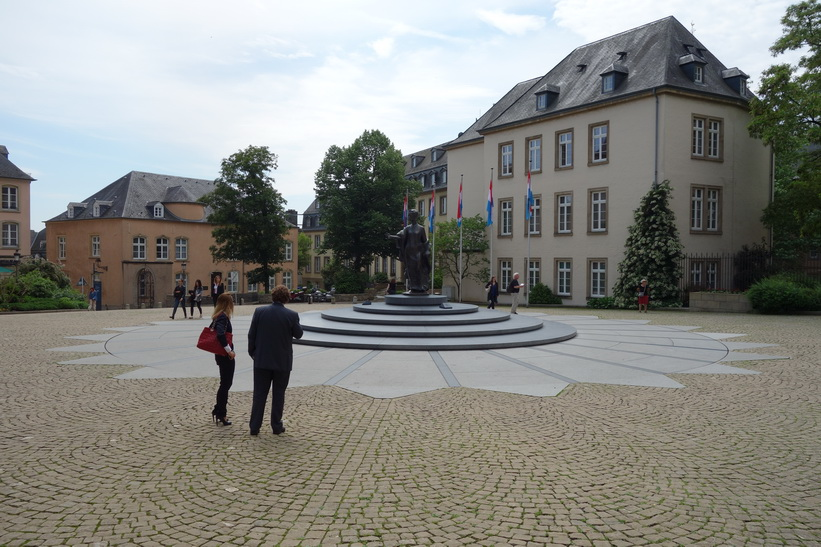 Statue of Charlotte, Grand Duchess of Luxembourg, på Place de Clairefontaine, Luxemburg city.