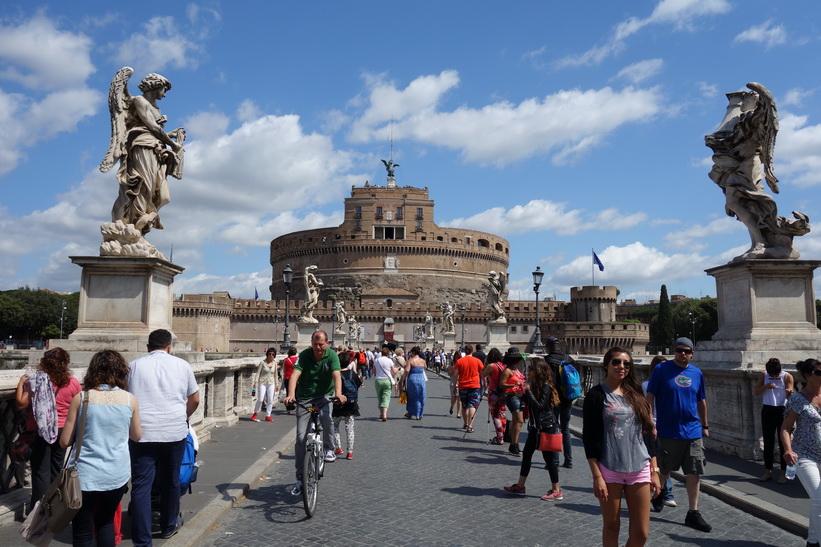 St. Angelo Bridge med Castel Sant'Angelo i bakgrunden, Rom.