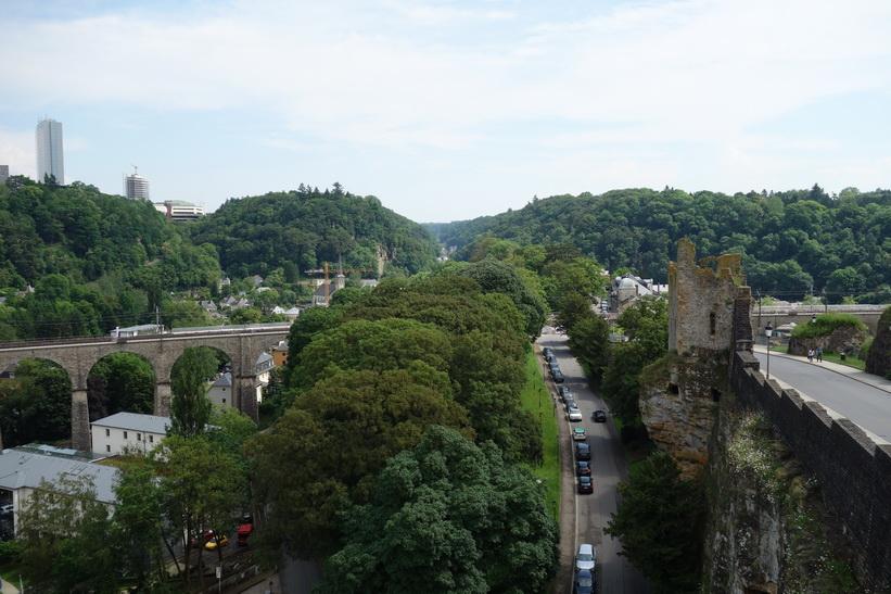 Promenad längs Chemin de la Corniche, Luxemburg city.