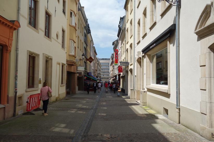 Gågata i centrala Luxemburg city.