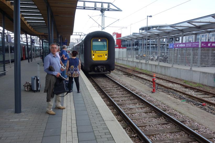 Tågstationen i Luxemburg city i väntan på tåget för hemfärd till Bryssel.