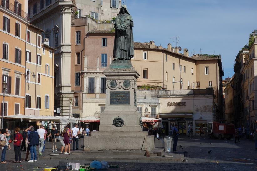 Giordano Bruno-monumentet på torget Piazza Campo dei Fiori, Rom.