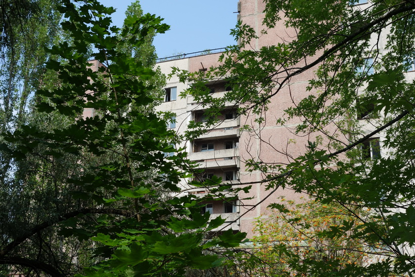 Öde bostadshus i spökstaden Pripyat.