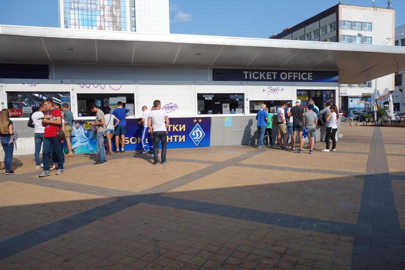 Biljettförsäljning till något evenemang på Olympiastadion, Kiev.