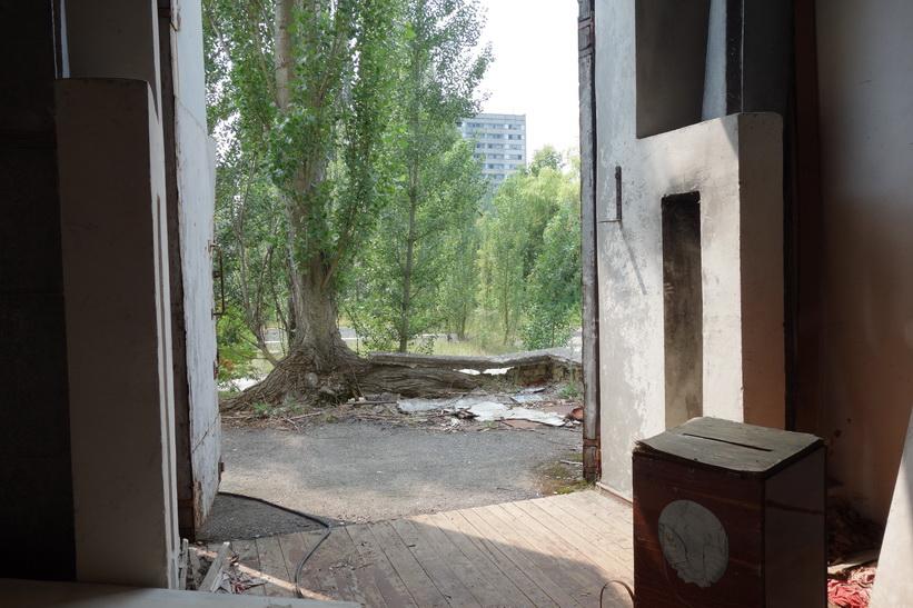 Rum i anslutning till det kulturella centret i Pripyat. Låda för valsedlar till höger i bild.