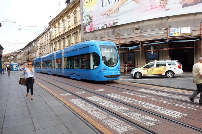 Gatuscen längs gatan Ilica, Zagreb.