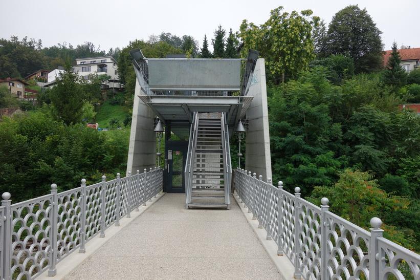 Bro över floden Ljubljanica i centrala Ljubljana.