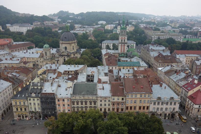 Utsikten över Lviv från stadshustornet.