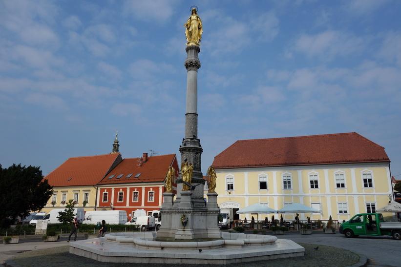 Holy Mary's column framför katedralen, Zagreb.