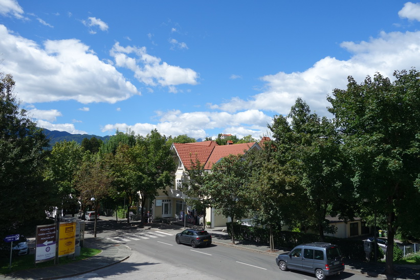 Utsikten från mitt boende i Bled. Jag hade ej råd med sjöutsikt.