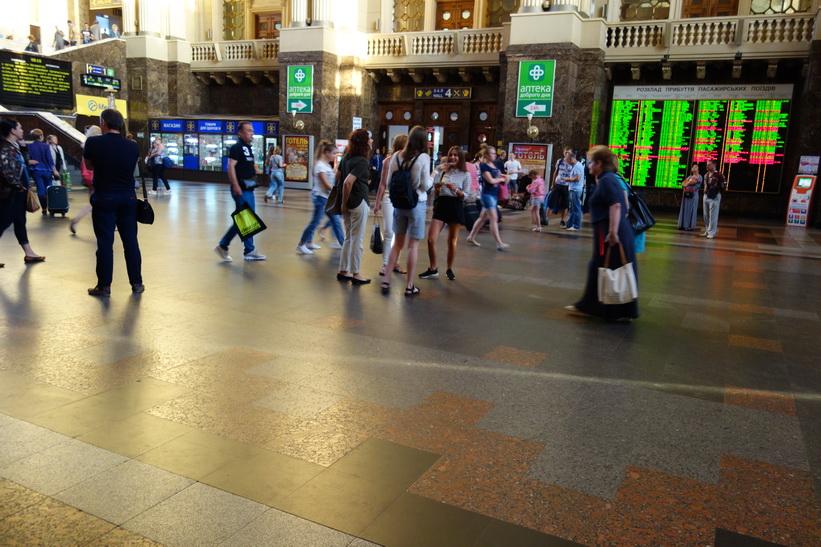 Inne på centralstationen i Kiev.