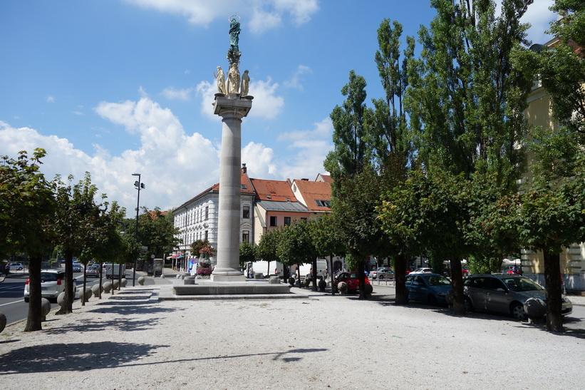 Monument Spominski steber z Marijinim kipom, Levstikov trg, gamla staden, Ljubljana.