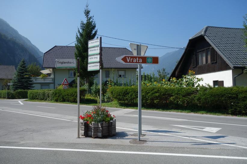 I Mojstrana för att ta vägen upp längs Vrata valley.