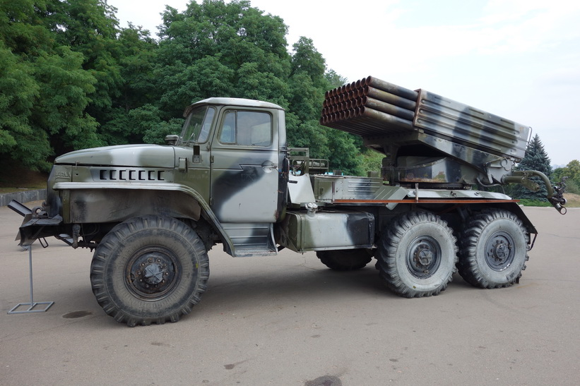 Ryskt krigsmaskineri som påstås vara beslagtaget i kriget i öster, Kiev.
