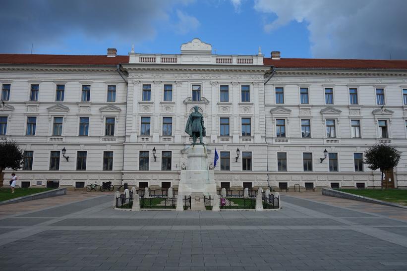 Kossuth-szobor, Kossuth tér, Pécs.