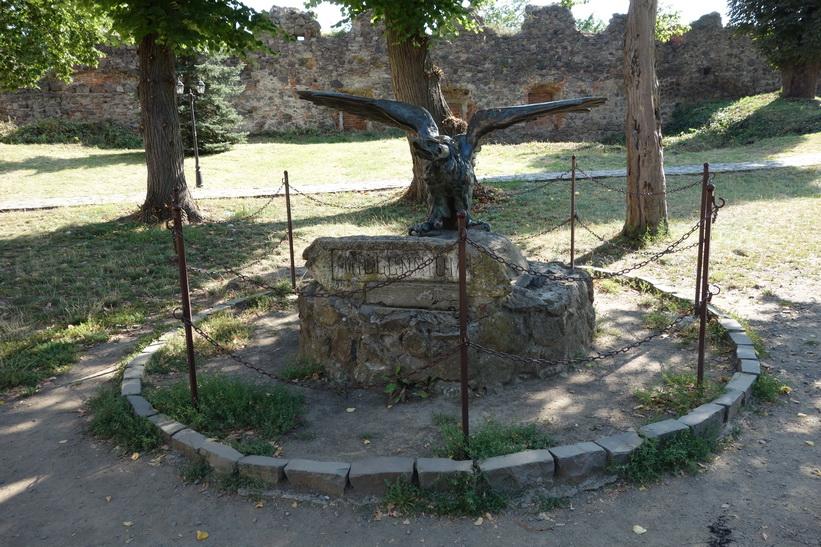 Skulptur inne på slottsgården, Uzhhorod Castle, Uzhhorod.