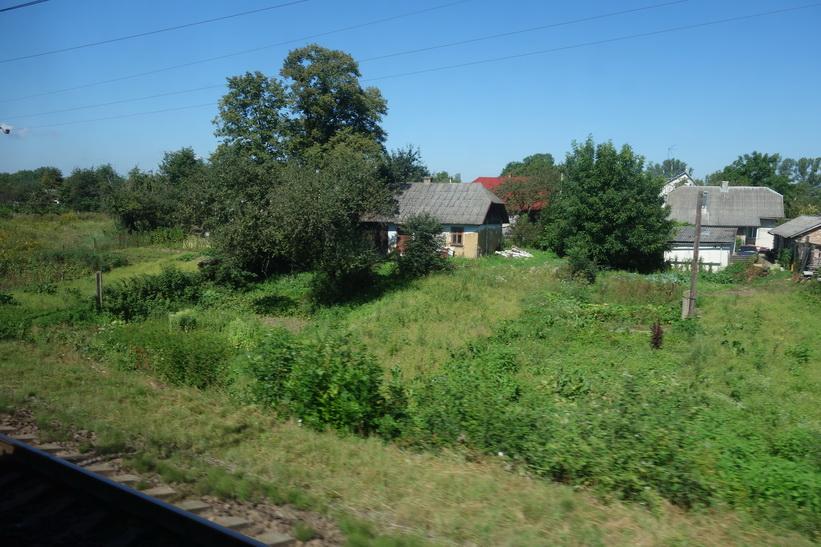 Naturen alldeles utanför Lviv. Fortfarande platt. Tågresan mellan Lviv och Uzhhorod.