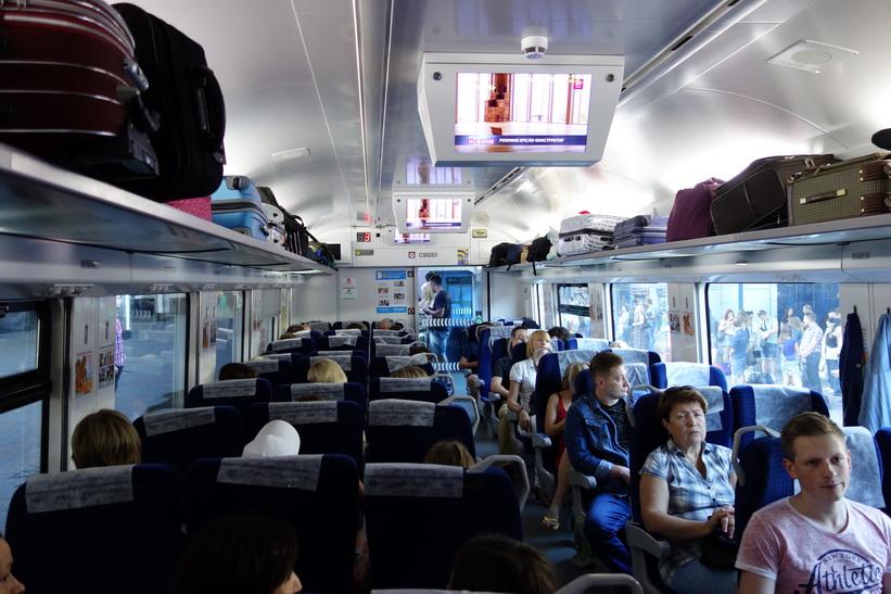 Mycket komfortabelt expresståg på resan mellan Kiev och Lviv. Det finns till och med snabbt wifi på tåget!