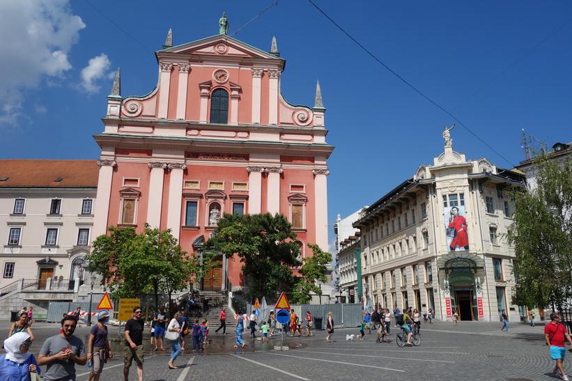 Prešeren Square med sin fantastiska arkitektur, Ljubljana.