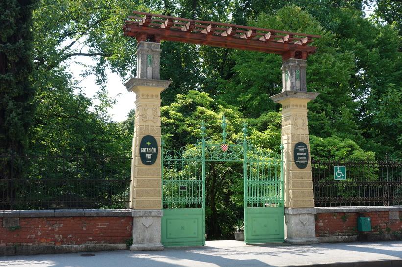Entrén till den botaniska trädgården i Zagreb.
