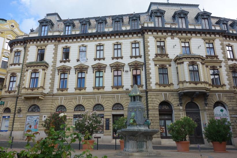 Zsolnay Fountain, Széchenyi tér, Pécs.