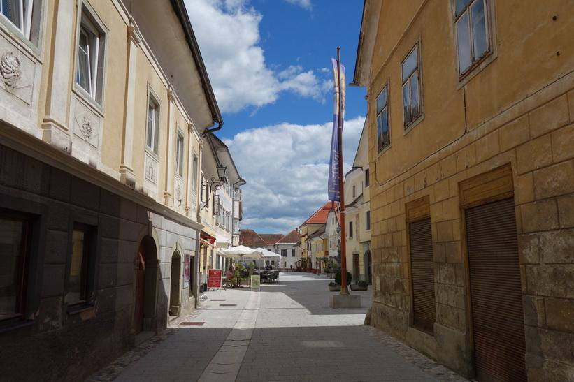 Linhartov trg i gamla staden i Radovlica.