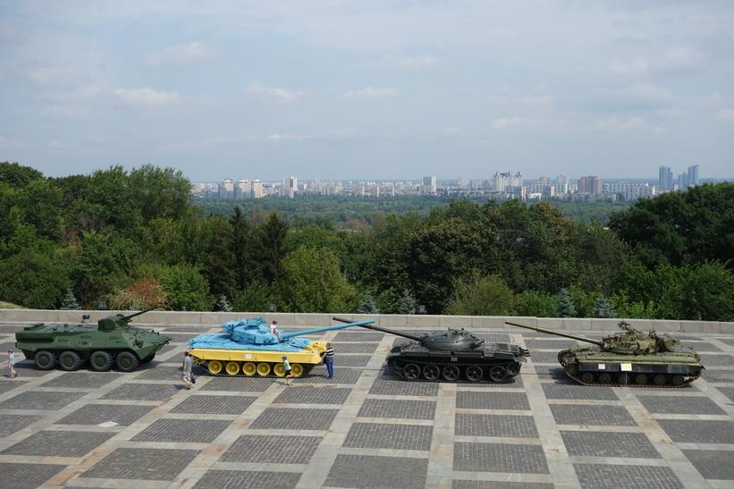 Utsikten från foten av moderlandsmonumentet, Kiev.