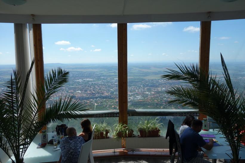 Utsikten ifrån restaurangen i Pécs TV-torn.