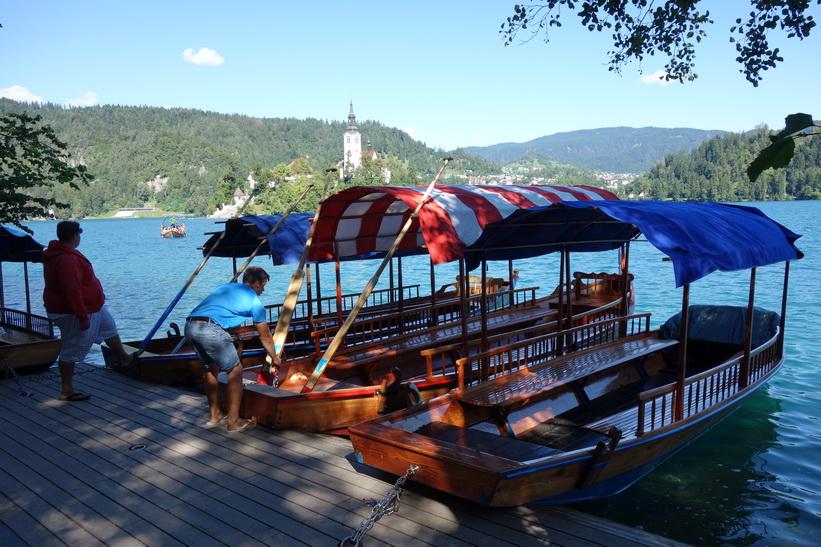 Båttaxi för utflykter till Bled island, Lake Bled, Bled.