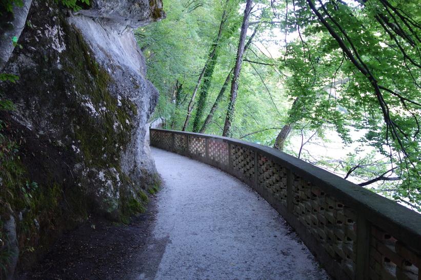 Gångväg längs Lake Bled, Bled.