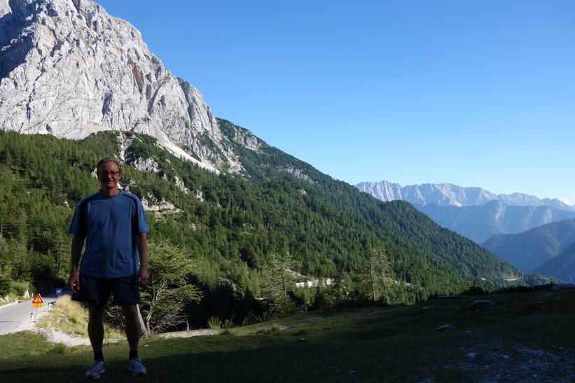Stefan en bit nedanför Vršič Pass på den södra sidan. Cykelturen till Vršič Pass.