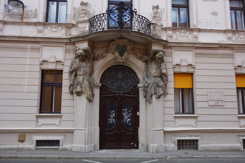 Arkitekturen i Pécs otroligt vackra centrum.