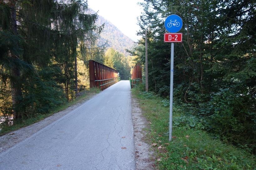 Någonstans mellan Mojstrana och Kranjska Gora längs cykelväg D-2.