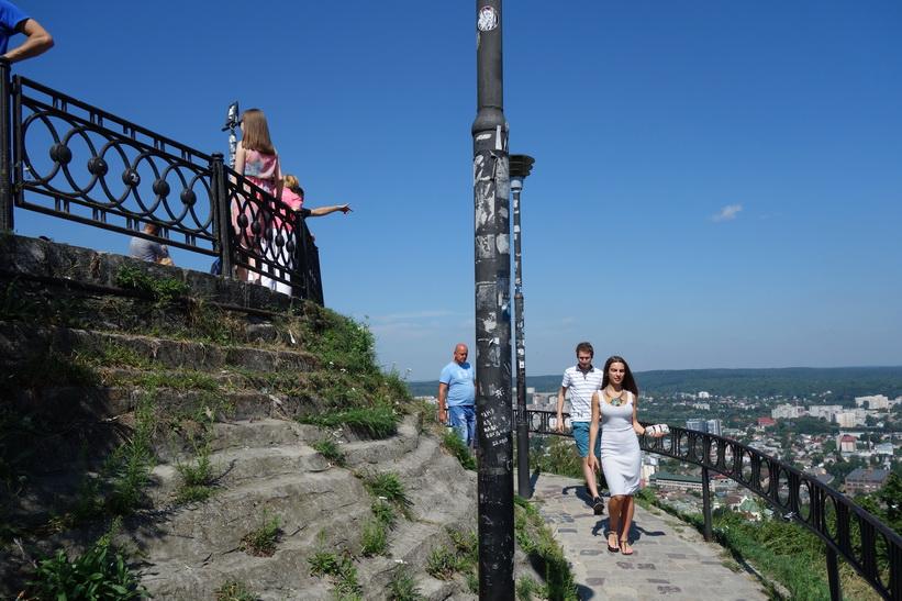 Här har jag kommit upp på toppen av Castle Hill, Lviv.
