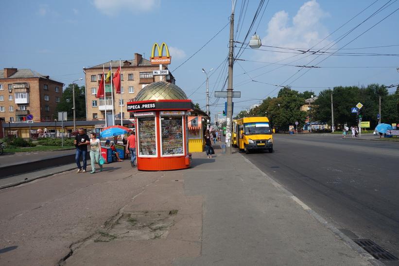 I väntan på en Marshrutka som tar mig till Kiev, Tjernihiv.