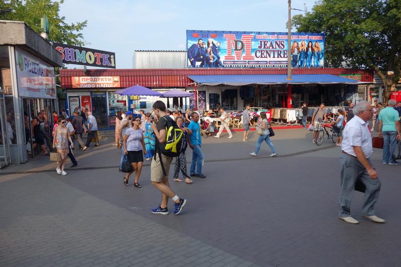 Marknaden vid metrostation Lisova, Kiev.
